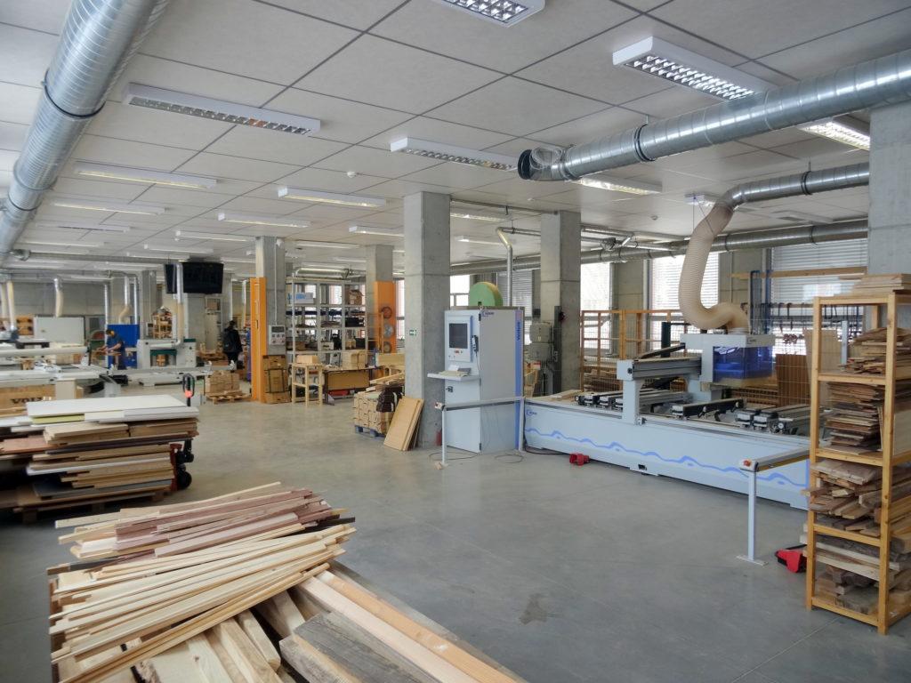 Truhlárna s CNC obráběcím centrem